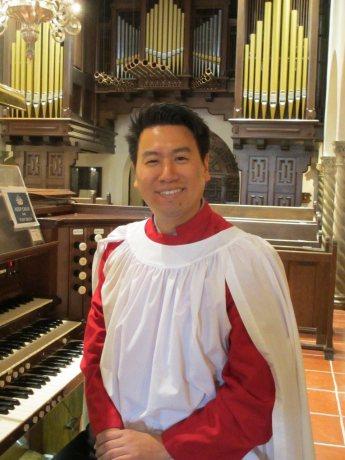 Woosug Kang at organ